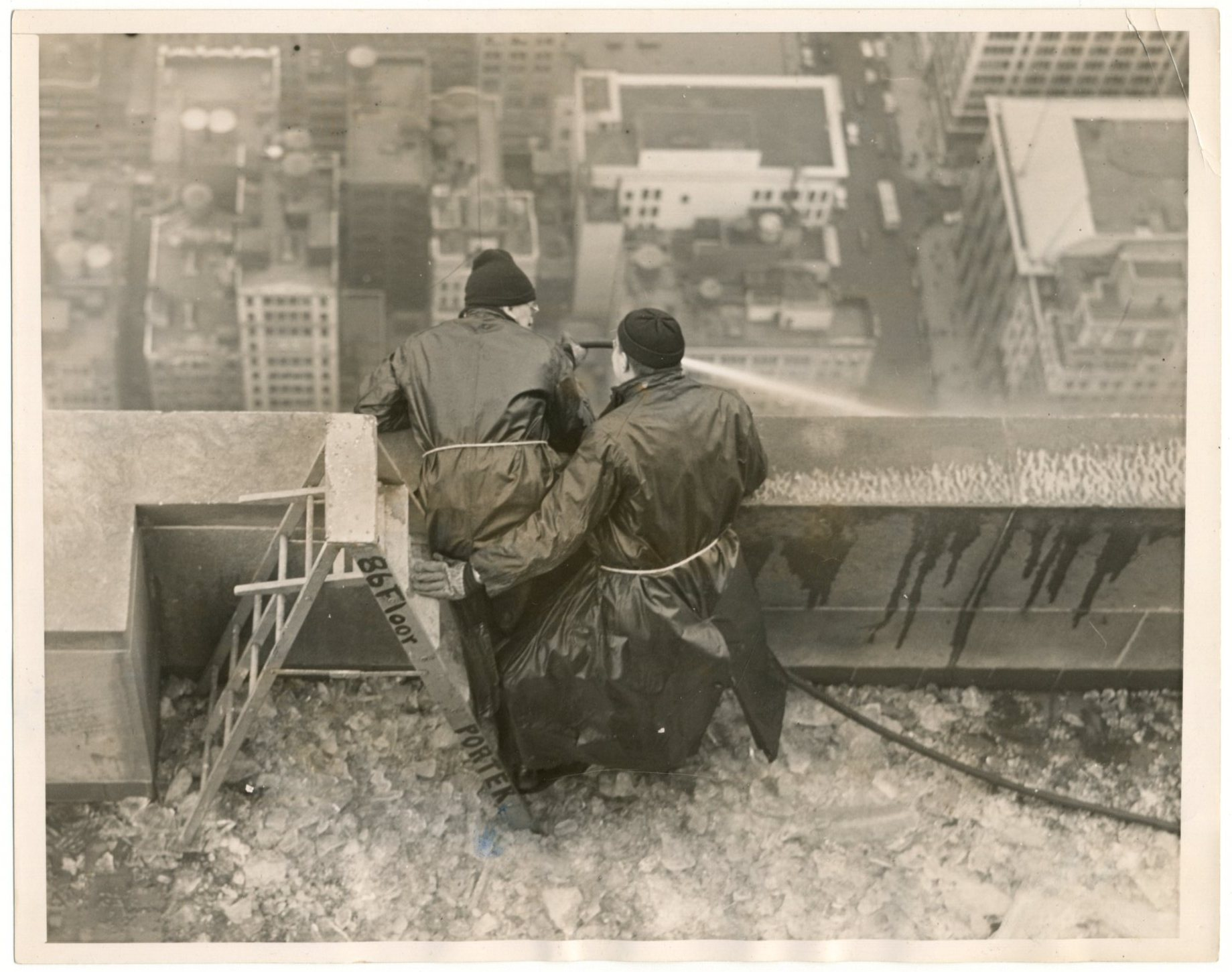 Empire State Building Ice Removal_470-001